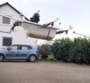ユーチューバーがバスタブを魔改造して人間が乗れるドローンを作り上げる