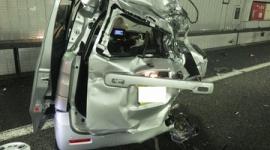 【天罰】大型トラックに追突され軽の5人が死傷した事故、車内から盗難品の金庫見つかり同乗者2人を逮捕