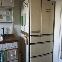 壁紙シール プレミアムウォールデコシート®で人気ブロガーさん冷蔵庫を木目リメイク