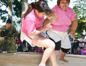 女だけの相撲大会の優勝者wwwww
