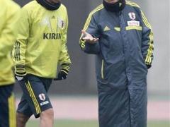 ザッケローニ監督、ラトビア戦終わったら欧州へトンボ返り だってjリーグはシーズンオフ・・・
