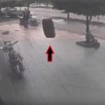 【動画】トルコ、どこからともなくタイヤが転がってきて薬局の中に飛び込む! [海外]