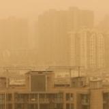 【マジかよ】中国、10年に1度レベルの黄砂でとんでもないことになる
