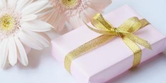 サプライズでプレゼントを渡したら、彼女「優しすぎ。そんなんじゃいつか騙される」←これは別れる未来を想定して言った?それとも何か隠し事が?