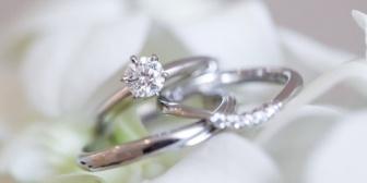 彼からプロポーズされ指輪を渡された。この指輪、彼のお母さんのお下がりだってニコニコしていた