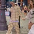【すんごい美脚…!?】ジャスティン・ビーバーとヘイリー・ビーバーがディナーデート!Justin Bieber and wife Hailey step out for dinner in Philadelphia