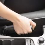 車のサイドブレーキってどういう時に使うの?