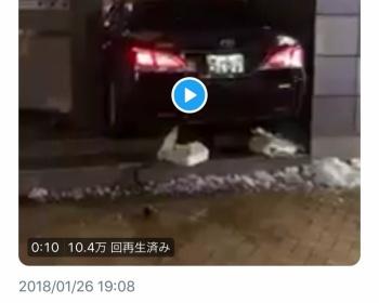 ハイヤーの運転手が急に何かを言ってコンビニに突っ込み衝突後もアクセルを踏み続ける 東京・茅場町セブンイレブン(動画・画像あり)