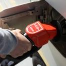 俺「あっ社用車のガソリンがのこり少ない!1000円だけチャージ!」不要レシート捨て箱「ぼくを見て」←これwww