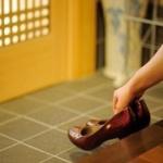 TBSアナ、新幹線では靴を脱ぐ発言し出演者から猛攻撃を食らう...「家じゃないから」