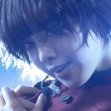 『【欅坂46】紅白の平手友梨奈、首元に赤い締め跡のようなアザが映っている件・・・』の画像