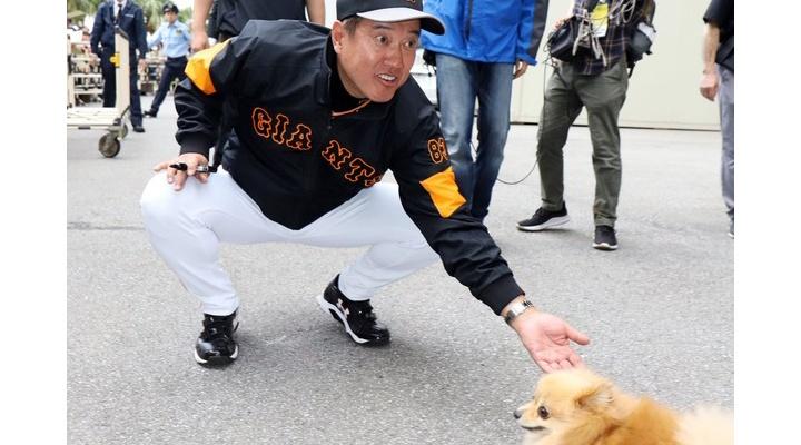 【 画像 】犬を凄い表情で追いかけ回す巨人・原監督w