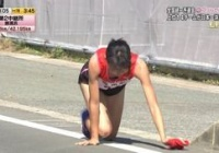 【TBS駅伝】足首故障か?走れなくなり残り200mを流血四つん這いでタスキ繋ぐ...も賛否「感度した」「止めてやれよ」