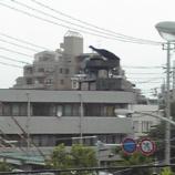 『ビルの屋上でピアノ演奏』の画像