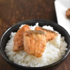 バターと醤油の香りが食欲をそそる - 秋鮭のバター醤油炒め~マイナビニュースに掲載~