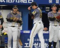【阪神】岩崎痛恨 2死二塁から死球、四球…満塁でオースティンに逆転2点打浴びる