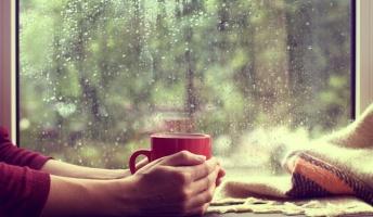 雨の日に喫茶店でのんびりするのっていいよな