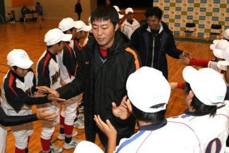 上原が巨人監督に名乗り「コーチは松井と由伸で」 alt=