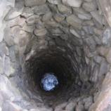『【未知の恐怖】古井戸の中の闇』の画像
