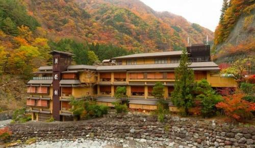 海外「日本にある世界最古のホテルを見てみよう」西山温泉 慶雲館を見た海外の反応