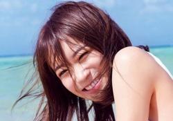 """キタ――(゚∀゚)――!! 秋元真夏、純白の""""アレ""""&笑顔が眩しすぎるッ・・・!"""