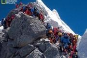 【国際】エベレスト登頂成功の米国人死亡、頂上で写真撮影中倒れる