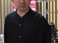 【悲報】お笑いコンビ三四郎の相田周二さん、イキって金髪にしてしまう(画像あり)