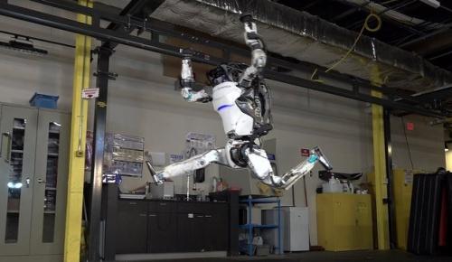 ボストンダイナミクスの人型ロボットが柔軟な体操技を見せて人間を超えたと話題に(海外の反応)
