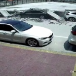 【動画】中国、道路沿いの壁が突然倒壊!駐車中の車13台が下敷きに!その瞬間 [海外]