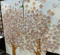 JR板橋駅の改札前で「花咲かプロジェクト 〜枯れ木に花を咲かせましょう〜」がやっている。