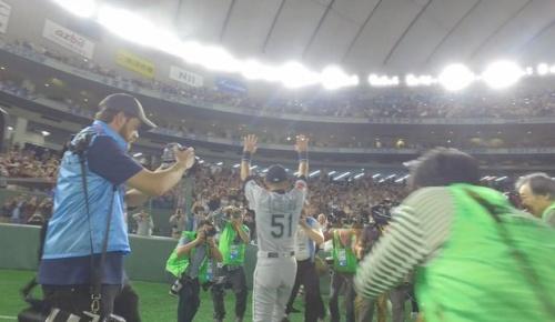 海外「引退したイチローと日本のファンに賛辞を」試合後の場内一周シーンに海外感動