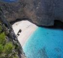 紅の豚の隠れ家ギリシャ・ザキントス島で崖崩れ 津波が観光客を襲った
