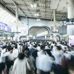 日本人って電車で女性に席を譲る文化がないよな