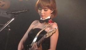 【日本の声優】  平野綾 が ハルヒのバニー姿で 誕生日ライブイベント。   海外の反応