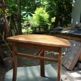『小ぶりなテーブル・黒猫子猫もらい手募集』の画像