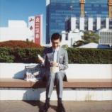 『会社サボってデパートの屋上でパン食ってる』の画像