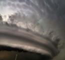 【画像】 地震雲だワーキャー言ってる奴はこれ見とけよ 海外じゃこんなの普通だからよ
