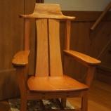 『けやきの肘掛け椅子』の画像