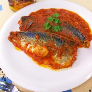 じっくり煮込んで濃厚な味わい♪鯖のトマト煮込み