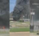 米テキサス州の空港で小型機が格納庫に衝突し炎上。乗っていた10人全員が死亡