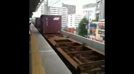 ホーム端を歩いていた男性、持っていた傘が貨物列車に引っかかって死亡 JR武蔵野線北朝霞駅
