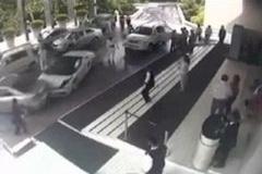 「この車移動しといて」 ホテル駐車場係「ウッヒョー!ガヤルド!」→ギュイーン、ガシャガシャドーン