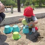 『砂遊びの様子』の画像