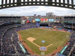 【 画像 】アメリカ特有の野球スタジアムでするサッカー