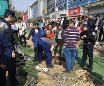 【中国】マンホールに蓋せず布で塞ぐ→1人死亡 流石の中国人も呆れる