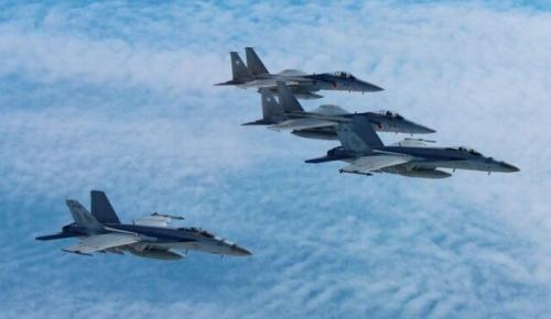 米雑誌「日本のF-15J vs 中国のJ-20戦闘機 戦ったらどちらが勝つ?」(海外の反応)