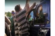 【USA】受刑者がSUVに閉じ込められた赤ちゃんを救出、車上狙いの手口応用