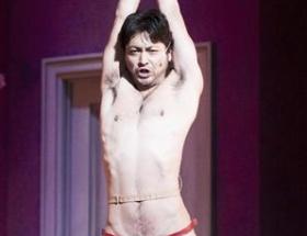 山田孝之、Tバック姿を初公開!初主演舞台「フル・モンティ」
