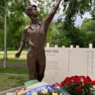 『テンくんの記念碑 9日遅れで序幕式』の画像