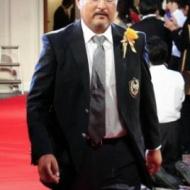 【画像】 山本彩の父がベストファーザー賞 その姿がいかつすぎて怖すぎと話題にwww アイドルファンマスター